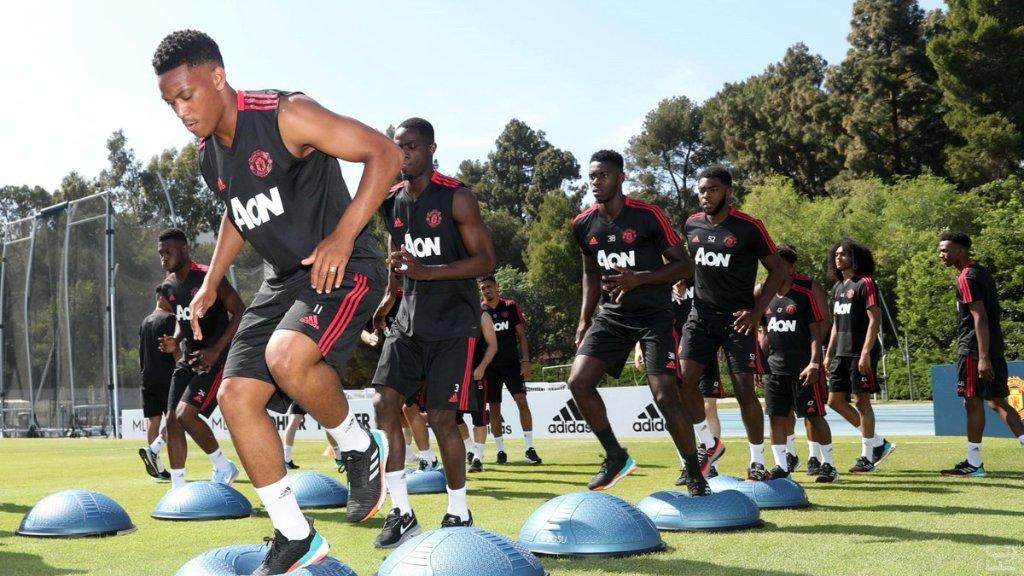 Man United Trainer